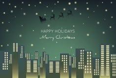 在城市的圣诞老人飞行在圣诞夜 剪影摩天大楼 库存例证