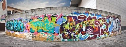 在城市的墙壁上的街道画 库存照片