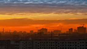 在城市的天空,云彩 库存图片