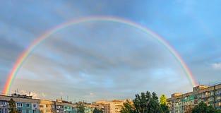 在城市的彩虹 免版税库存图片