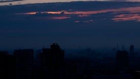 在城市的日出。与摇摄的时间间隔。 影视素材