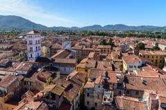 在城市的看法从托尔delle矿石钟楼在卢卡 意大利 库存图片