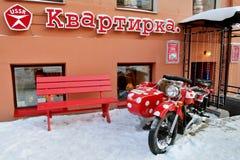 在城市的街道上的咖啡馆 图库摄影