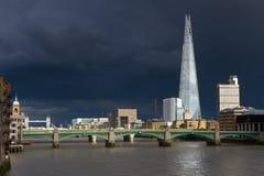 在城市的雷暴 免版税图库摄影