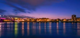 在城市的黄昏 免版税图库摄影