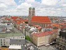在城市老慕尼黑之上 免版税库存照片