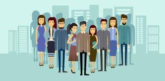在城市背景亚洲买卖人队的亚洲商人小组 向量例证