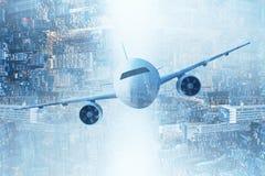 在城市背景的飞机 库存图片