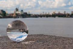 在城市背景的玻璃透明球和 库存照片