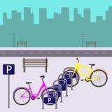 在城市街道上的自行车停车处 在停车处的两辆自行车 在平的样式的传染媒介例证 库存照片