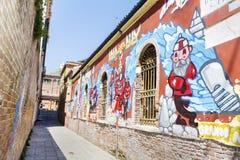 在城市街道上的街道画在威尼斯,意大利 免版税库存图片