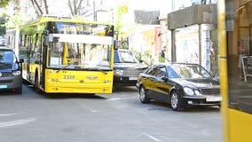 在城市街道的公共交通工具在基辅 影视素材