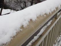 在城市街道的雪灾难 库存照片