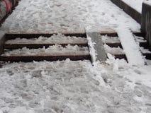 在城市街道的雪灾难 免版税图库摄影