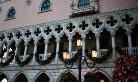 在城市装饰的圣诞节 免版税图库摄影