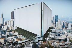 在城市视图backgound的空白的广告牌 图库摄影