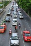 在城市道路的交通 免版税库存照片