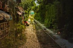 在城市里面的铁路 库存照片