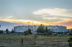 在城市风景的美好的日落 抽象 背景fo 库存照片