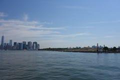 在城市飞剪机41的水天2014年城市 免版税库存照片