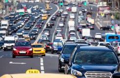 在城市高速公路的交通 图库摄影