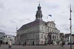 在城镇厅前面的集市广场在马斯特里赫特 库存图片