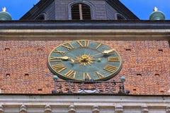 在城镇厅塔的伟大的时钟在主要集市广场,克拉科夫,波兰 免版税库存照片
