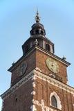 在城镇厅塔a的落日在集市广场在克拉科夫波兰 库存图片
