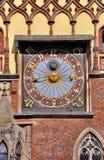 在城镇厅的时钟在弗罗茨瓦夫 库存照片