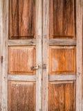 在城镇可汗, Loei详述葡萄酒老木门纹理, 免版税库存图片