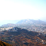 在基克拉泽斯希腊santorini欧洲天空海和村庄从 图库摄影