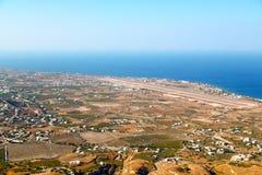 在基克拉泽斯希腊santorini从小山的天空海 库存照片