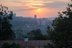 在基加利的日落在卢旺达 免版税库存照片