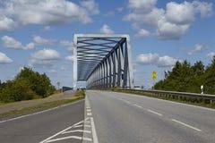 在基尔运河的贝尔多尔夫- Gruenental桥梁 图库摄影