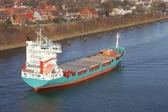 在基尔运河的货轮 库存照片