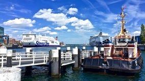 在基尔` s港口的夏天早晨 免版税图库摄影
