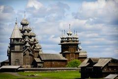 在基日岛海岛上的传统木俄国教会  免版税图库摄影