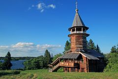 在基日岛海岛上的木教会 图库摄影