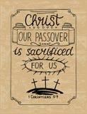 在基督上写字的手我们的逾越节为我们被迫害了与三个十字架 免版税图库摄影