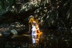 在基督徒正统圣礼洗礼期间 库存照片