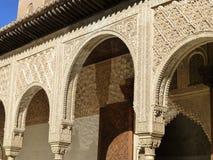 在基督教徒宫殿的伊斯兰教的曲拱设计,阿尔罕布拉宫,格拉纳达 免版税库存图片