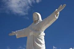 在基督cuzco秘鲁雕象之上 免版税库存照片