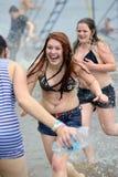 在基辅海滩的水争斗 免版税库存照片