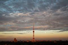 在基辅的夏天日落 免版税库存图片