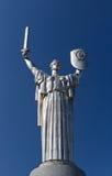 在基辅,乌克兰照顾祖国纪念碑致力了巨大爱国战争 免版税库存照片