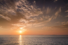 在基韦斯特佛罗里达海洋水的美好的日落  免版税库存照片