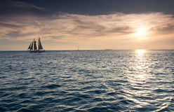 在基韦斯特岛佛罗里达海洋水的美好的日落  免版税图库摄影