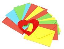 在堆五颜六色的信包的一个红色重点 免版税库存图片