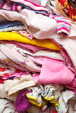 在堆折叠的衣裳 库存照片