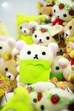 在堆玩偶在熊玩具的心脏 免版税库存照片